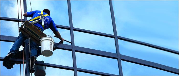 Грязные окна в офисе? 5 причин вызвать профессиональных мойщиков