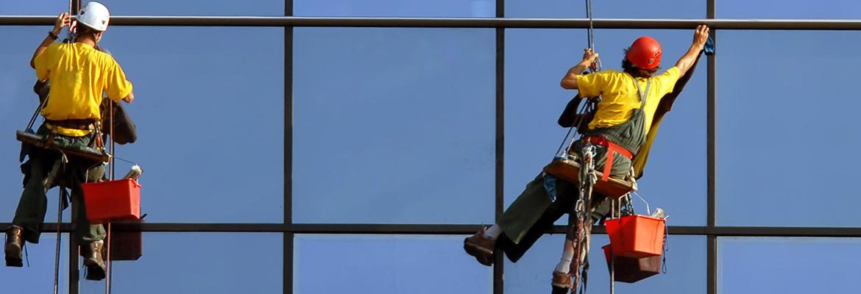 Услуги по мойке фасадов на высоте